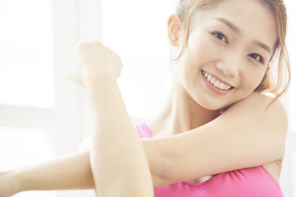 女性の背中、特に腰部分にムダ毛は生えます